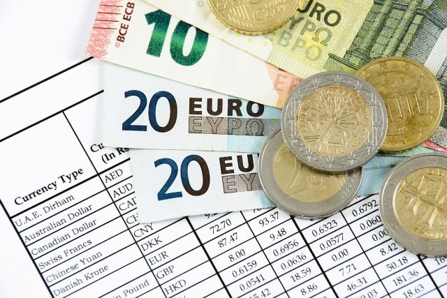 Currency Buying: What Moves the Exchange Rates?