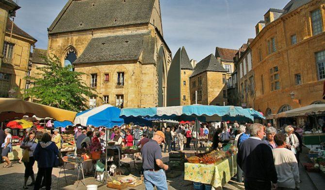 Market day in the Dordogne