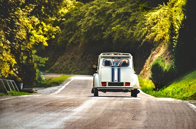 When do I have right-of-way when driving on French roads?
