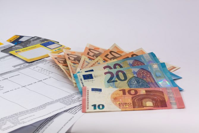 Managing Your Finances in France Checklist: Your To-Do List