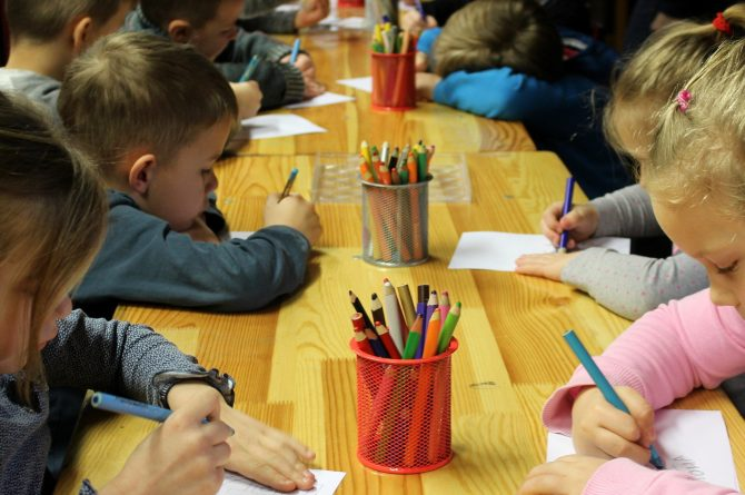 Settling English Children into a French School