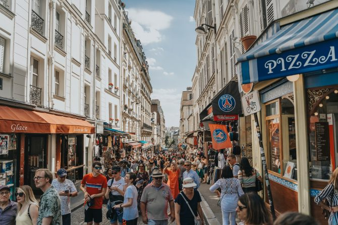 Opening Hours in France: Shops, Services, Restaurants