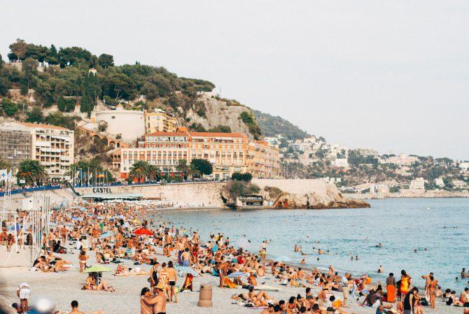 News Digest: Delta Variant Threatens France's Summer Fun