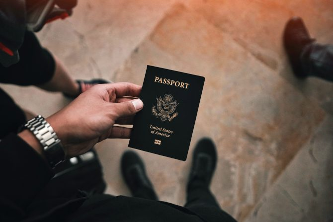 News Digest: France Closes Borders to Unvaccinated US Travellers