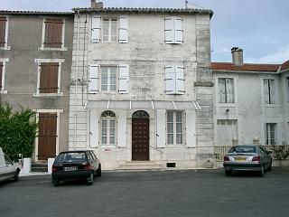 Aubeterre Agence town house