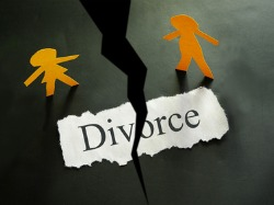 Divorce note with a crack in the ground