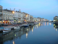 the bustling port town of Sète
